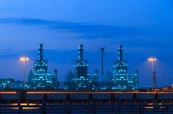 Εγκαταστάσεις παραγωγής ενέργειας τη νύχτα Στοκ Φωτογραφία