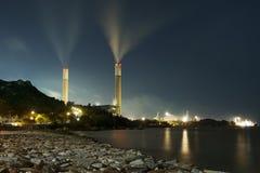 Εγκαταστάσεις παραγωγής ενέργειας τη νύχτα Στοκ Εικόνες