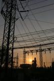 Εγκαταστάσεις παραγωγής ενέργειας του ύφους σκιαγραφιών Στοκ εικόνα με δικαίωμα ελεύθερης χρήσης