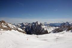 Εγκαταστάσεις σκι στο βουνό Zugspitze, Γερμανία στοκ φωτογραφία