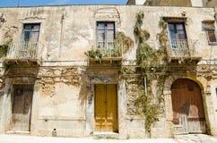 Εγκαταστάσεις στο παλαιό κτήριο σε Castelvetrano, Σικελία Στοκ Φωτογραφία