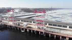 Εγκαταστάσεις υδρο παραγωγής ενέργειας στον ποταμό, εναέριος πυροβολισμός απόθεμα βίντεο