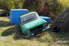 Εγκαταλειμμένα ρωσικός-γίνοντα αυτοκίνητα Στοκ εικόνες με δικαίωμα ελεύθερης χρήσης