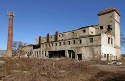 Εγκαταλειμμένες στεγάζοντας εγκαταστάσεις επιχείρησης με τους φούρνους Στοκ φωτογραφίες με δικαίωμα ελεύθερης χρήσης