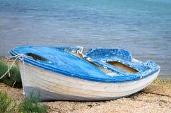 εγκαταλειμμένη βάρκα ξύλινη Στοκ φωτογραφία με δικαίωμα ελεύθερης χρήσης