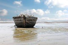 εγκαταλειμμένη βάρκα παλ Στοκ εικόνες με δικαίωμα ελεύθερης χρήσης