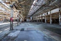 Εγκαταλειμμένη βιομηχανική αποθήκη εμπορευμάτων Στοκ Εικόνες