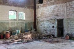 Εγκαταλειμμένη εγκαταλελειμμένη αποθήκη εμπορευμάτων Στοκ Φωτογραφίες