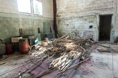 Εγκαταλειμμένη εγκαταλελειμμένη αποθήκη εμπορευμάτων Στοκ Εικόνα
