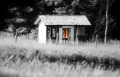 Εγκαταλειμμένη καμπίνα στην αγροτική πλευρά Στοκ φωτογραφίες με δικαίωμα ελεύθερης χρήσης