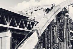 Εγκαταλειμμένη παλαιά κατασκευή εφαρμοσμένης μηχανικής γεφυρών μεγάλη Στοκ φωτογραφίες με δικαίωμα ελεύθερης χρήσης
