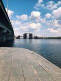 Εγκαταλειμμένη παλαιά κατασκευή εφαρμοσμένης μηχανικής γεφυρών μεγάλη Στοκ εικόνα με δικαίωμα ελεύθερης χρήσης
