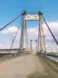 Εγκαταλειμμένη παλαιά κατασκευή εφαρμοσμένης μηχανικής γεφυρών μεγάλη Στοκ Φωτογραφία