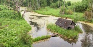 Εγκαταλειμμένη σάουνα που στηρίζεται στο νησί Στοκ Εικόνες