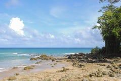 Εγκαταλειμμένη τροπική παραλία στο νησί Niel Στοκ εικόνα με δικαίωμα ελεύθερης χρήσης