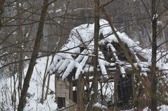 Εγκαταλειμμένος ένας χιονισμένος με το χιόνι Στοκ φωτογραφία με δικαίωμα ελεύθερης χρήσης