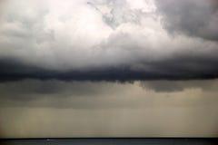 εγκαταλειμμένος ο παραλία γιος θάλασσας μητέρων νησιών χεριών προσδιορίζει τη θύελλα Στοκ Εικόνα