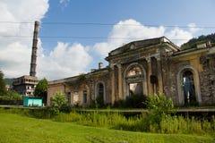 Εγκαταλειμμένος σιδηροδρομικός σταθμός σε Tquarchal Tkvarcheli, Αμπχαζία, Γεωργία Στοκ φωτογραφία με δικαίωμα ελεύθερης χρήσης