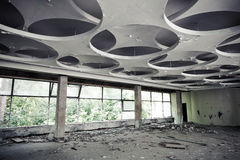 εγκαταλειμμένος χαλασμένος κτήριο βιομηχανικός εσωτερικός παλαιός εργοστασίων Κενή αίθουσα Στοκ Εικόνα