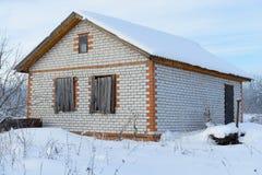 Εγκαταλειμμένο ατελές σπίτι τούβλου Στοκ Εικόνες