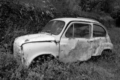 εγκαταλειμμένο αυτοκίνητο παλαιό Στοκ εικόνες με δικαίωμα ελεύθερης χρήσης