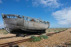 Εγκαταλειμμένο αλιευτικό σκάφος σε Dungeness Στοκ Φωτογραφία