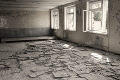 Εγκαταλειμμένο εσωτερικό στις καταστροφές της στρατιωτικής τακτοποίησης Πόλη Skru Στοκ εικόνα με δικαίωμα ελεύθερης χρήσης