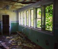 Εγκαταλειμμένο καλοκαιρινό εκπαιδευτικό κάμπινγκ Στοκ Φωτογραφίες