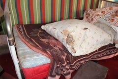 Εγκαταλειμμένο κρεβάτι στοκ φωτογραφία