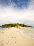 Εγκαταλειμμένο οι Γρεναδίνες νησί κοραλλιογενών νήσων του Τομπάγκο Στοκ εικόνες με δικαίωμα ελεύθερης χρήσης