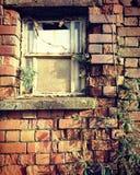 Εγκαταλειμμένο παράθυρο εργοστασίων στοκ εικόνα