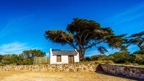 Εγκαταλειμμένο παλαιό εξοχικό σπίτι ακρωτηρίων στο ακρωτήριο της καλής επιφύλαξης φύσης ελπίδας Στοκ Εικόνες