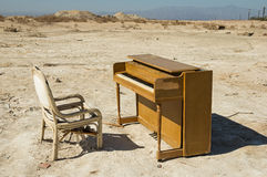 εγκαταλειμμένο πιάνο Στοκ φωτογραφία με δικαίωμα ελεύθερης χρήσης