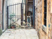 Εγκαταλειμμένο ποδήλατο στην περιοχή Στοκ Εικόνες