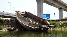 Εγκαταλειμμένο σκάφος στον ποταμό Στοκ Εικόνες