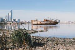 Εγκαταλειμμένο σκάφος στο Μοντεβίδεο Στοκ Εικόνες