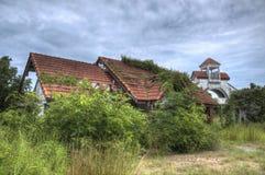 Εγκαταλειμμένο σπίτι στο δάσος Στοκ φωτογραφία με δικαίωμα ελεύθερης χρήσης