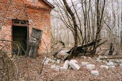 Εγκαταλειμμένο σπίτι στο της Λευκορωσίας χωριό Chornobyl Στοκ Φωτογραφία