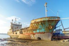 Εγκαταλειμμένο σπασμένο σκάφος Στοκ Εικόνα