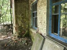 Εγκαταλειμμένο σχολείο σε Kopachi στοκ εικόνα