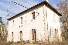 Εγκαταλειμμένο τραίνο σταθμών σιδηροδρόμου: σιδηρόδρομος Spoleto Norcia Στοκ Εικόνα