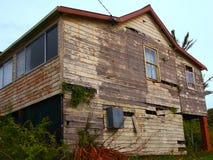 Εγκαταλελειμμένο ξύλινο σπίτι Στοκ εικόνες με δικαίωμα ελεύθερης χρήσης