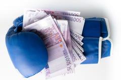 Εγκιβωτίζοντας για τα χρήματα, εγκιβωτίζοντας γάντι με τα μετρητά Στοκ φωτογραφία με δικαίωμα ελεύθερης χρήσης