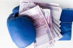 Εγκιβωτίζοντας για τα χρήματα, εγκιβωτίζοντας γάντι με τα μετρητά Στοκ φωτογραφίες με δικαίωμα ελεύθερης χρήσης