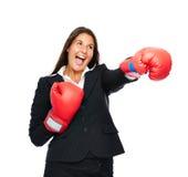 Εγκιβωτίζοντας punching επιχειρησιακών γυναικών Στοκ Φωτογραφίες
