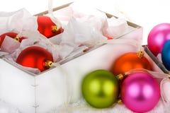 εγκιβωτισμένες μπιχλιμπίδι διακοσμήσεις Χριστουγέννων στοκ φωτογραφίες