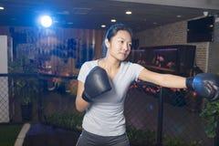 Εγκιβωτισμός γυναικών στη γυμναστική Στοκ Εικόνες