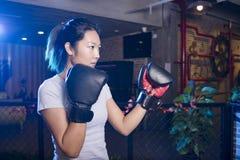 Εγκιβωτισμός γυναικών στη γυμναστική Στοκ Φωτογραφίες