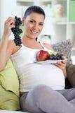Εγκυμοσύνη με τα υγιή τρόφιμα στοκ φωτογραφία με δικαίωμα ελεύθερης χρήσης