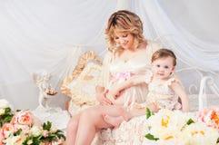 Εγκυμοσύνη, παιδιά, οικογένεια - ευλογία του Θεού Στοκ Φωτογραφίες